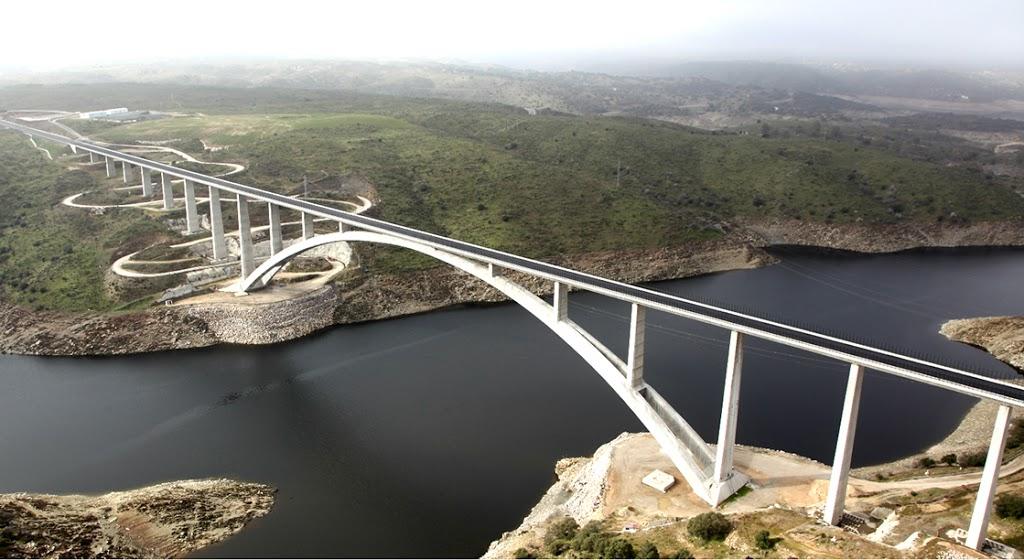 Viaducto sobre el Río Almonte