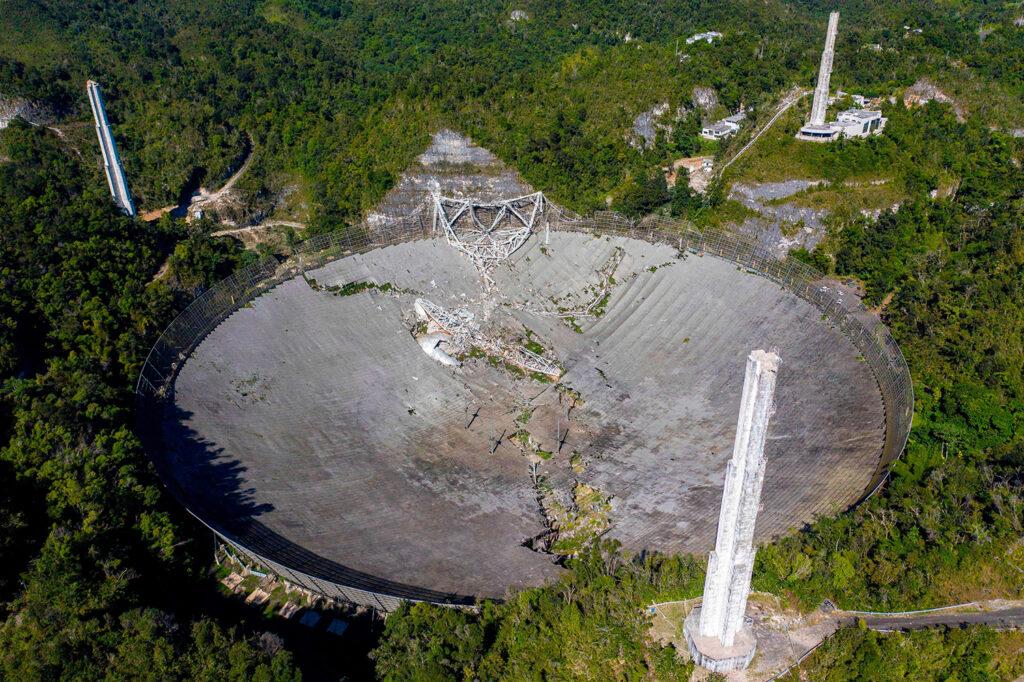Colapso del radiotelescopio de Arecibo
